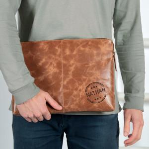 Graverat läderfodral - Present för bärbar dator
